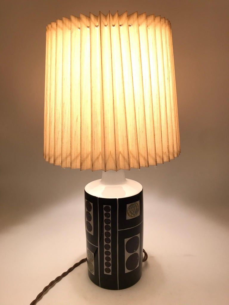 Gorgeous Midcentury Pottery Table Lamp by Fog & Mørup with Its Original Shade In Good Condition For Sale In Søborg, DK