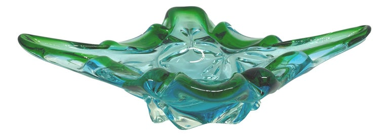 An amazing Venetian Murano glass bowl in a nice blue, green and clear color. A highly decorative piece useful as centre piece or catchall, candy bowl or fruit bowl, Italy, 1970s.
