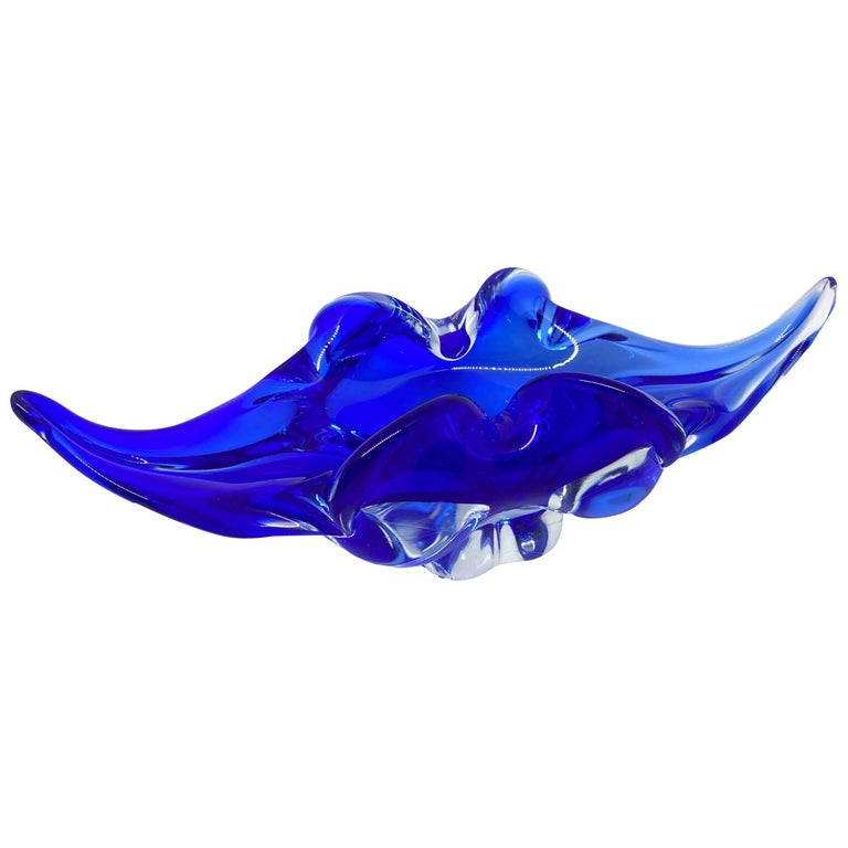 Gorgeous Murano Art Glass Sommerso Fruit Bowl Blue and Clear Vintage, Italy For Sale
