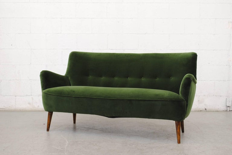 Amazing Artifort three-seat sofa by Theo Ruth for Artifort, 1950s, in newly upholstered emerald Green velvet with original tapered legs. Finn Juhl style.