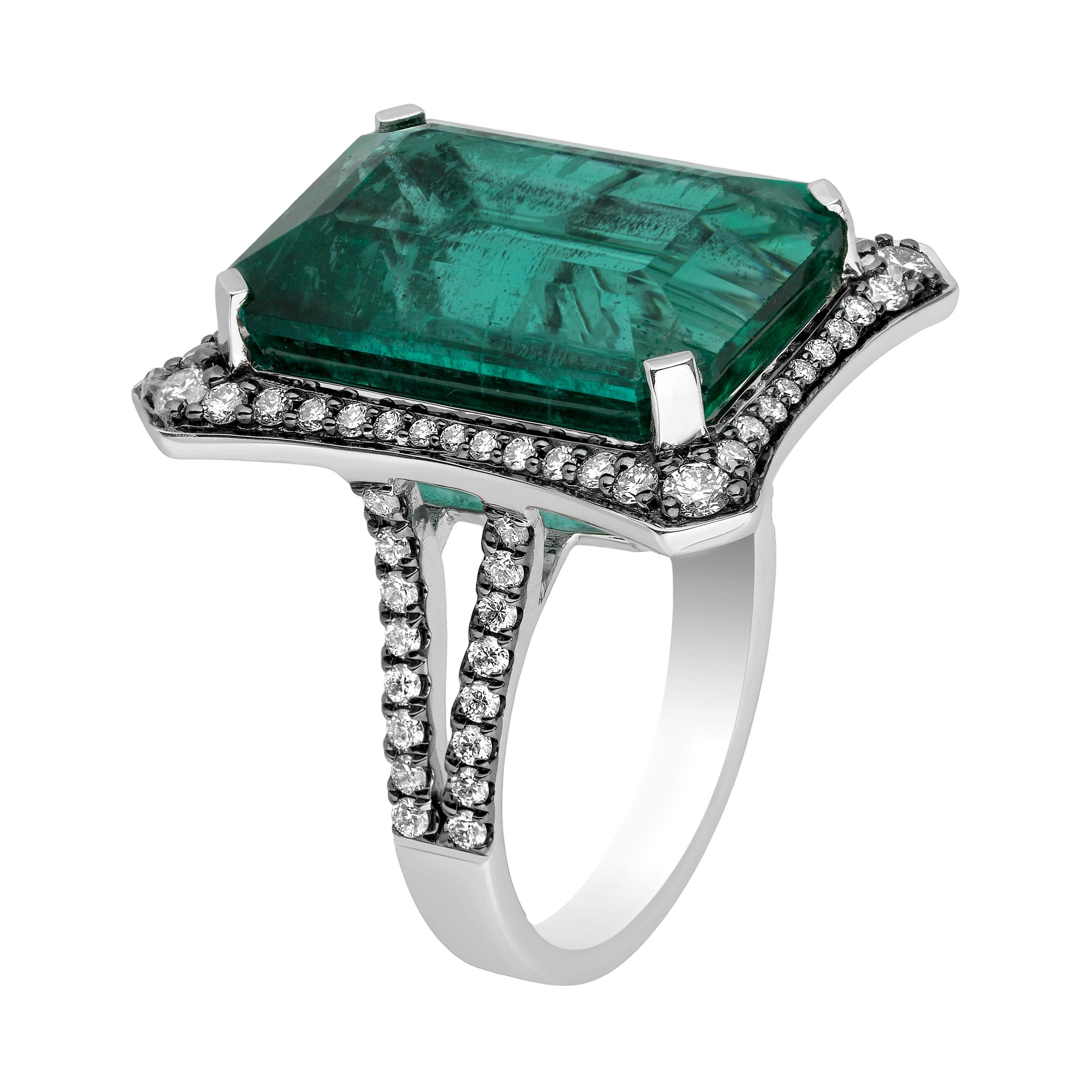 Goshwara Large Emerald with Diamonds Ring