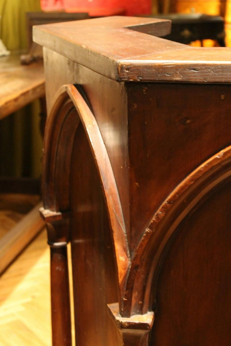 Gothic Revival Carved Walnut Wood Pulpit or Bar Counter Arches and Columns Shape For Sale 2