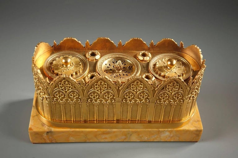 Gothic Revival Inkwell in Gilt Bronze and Sienna Marble, 19th Century In Good Condition In Paris, FR