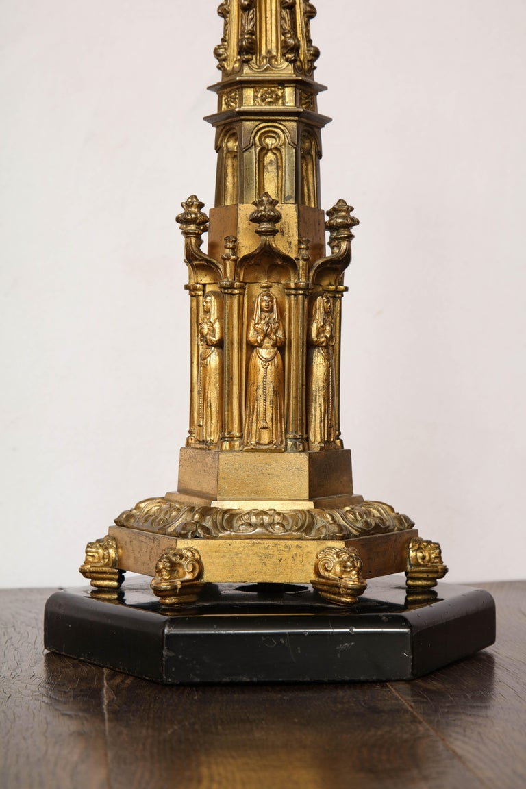 Gothic Style Brass Table Lamp In Good Condition For Sale In New York, NY