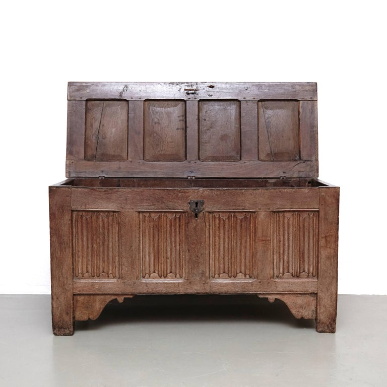 Gothic 16th Century Wood Chest In Good Condition For Sale In Barcelona, Barcelona