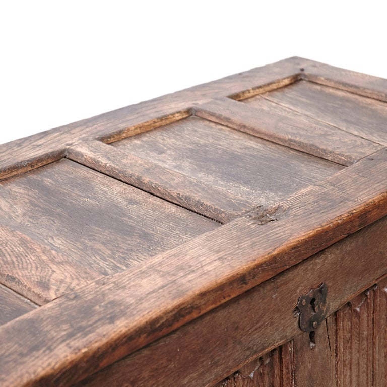 Gothic 16th Century Wood Chest For Sale 2