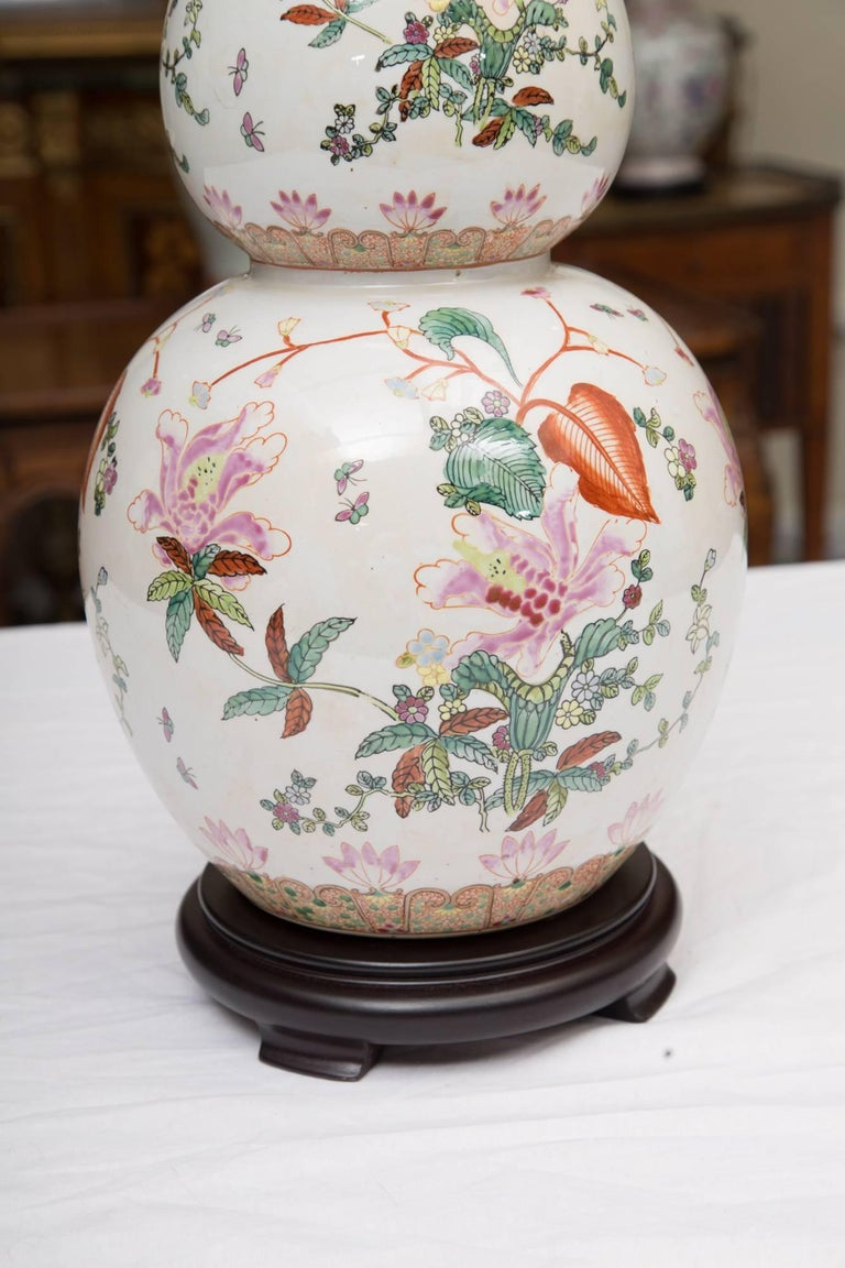 Gourd Shaped Table Lamp with Floral Design In Excellent Condition For Sale In WEST PALM BEACH, FL