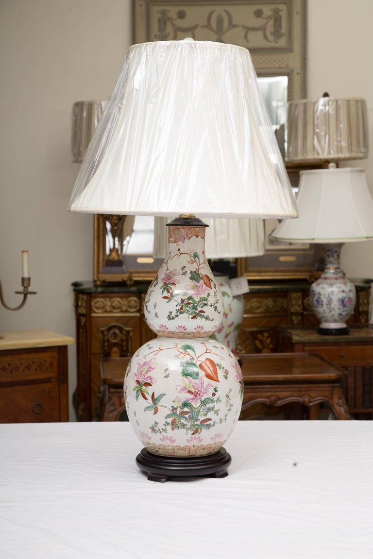Gourd Shaped Table Lamp with Floral Design For Sale 2