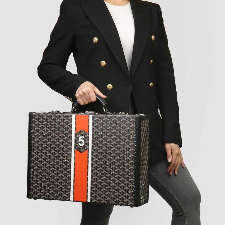 GOYARD Black Chevron Coated Canvas Special Order Mallettie Manoir Briefcase   Xupes Reference: HB3795 Serial Number:  Age (Circa):  Accompanied By: Goyard Dust Bag, Clochette, Keys  Authenticity Details: Made in France  Gender: Unisex Type: Travel,