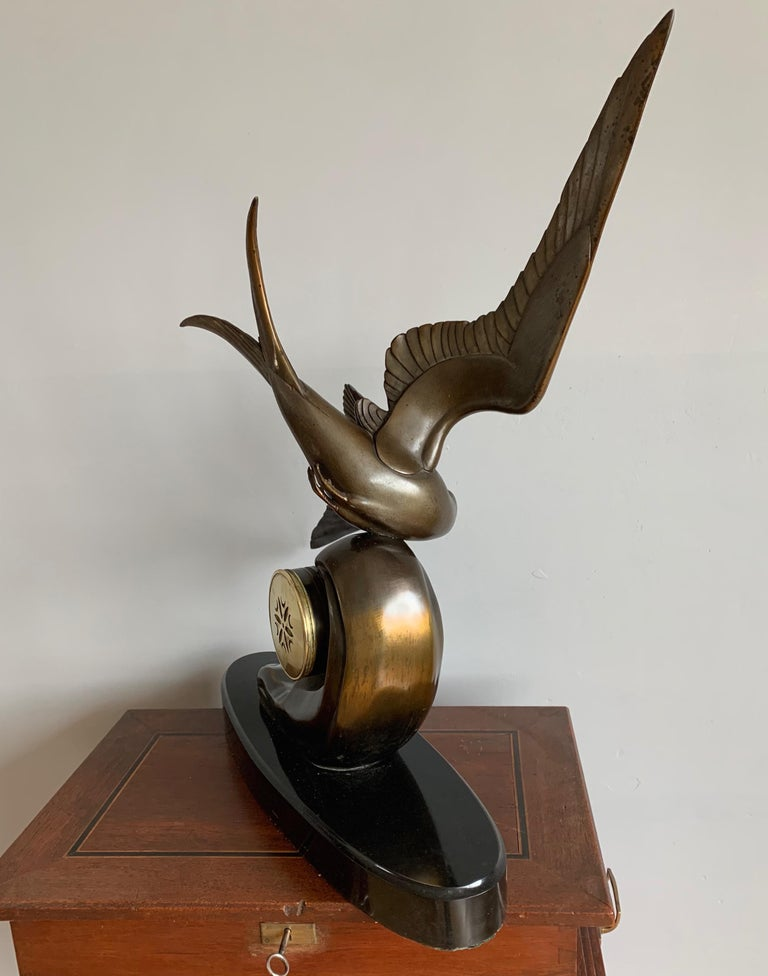 Graceful Art Deco Table / Mantel Clock w Large Stylized Swallow Bird Sculpture For Sale 3