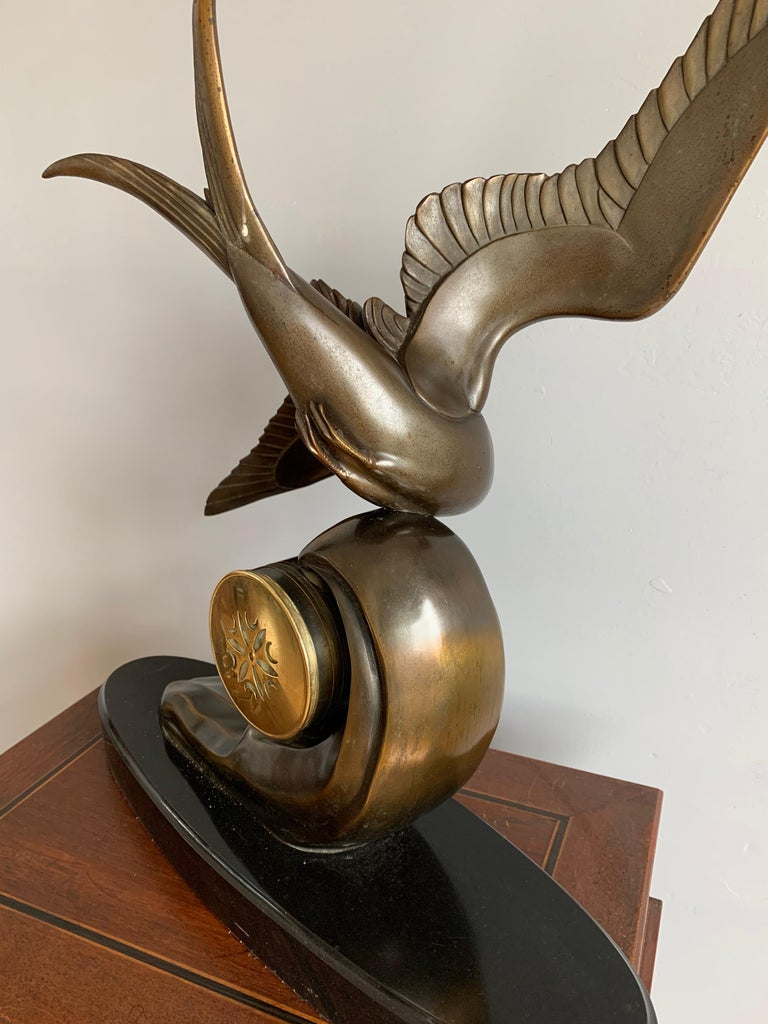 Graceful Art Deco Table / Mantel Clock w Large Stylized Swallow Bird Sculpture For Sale 4