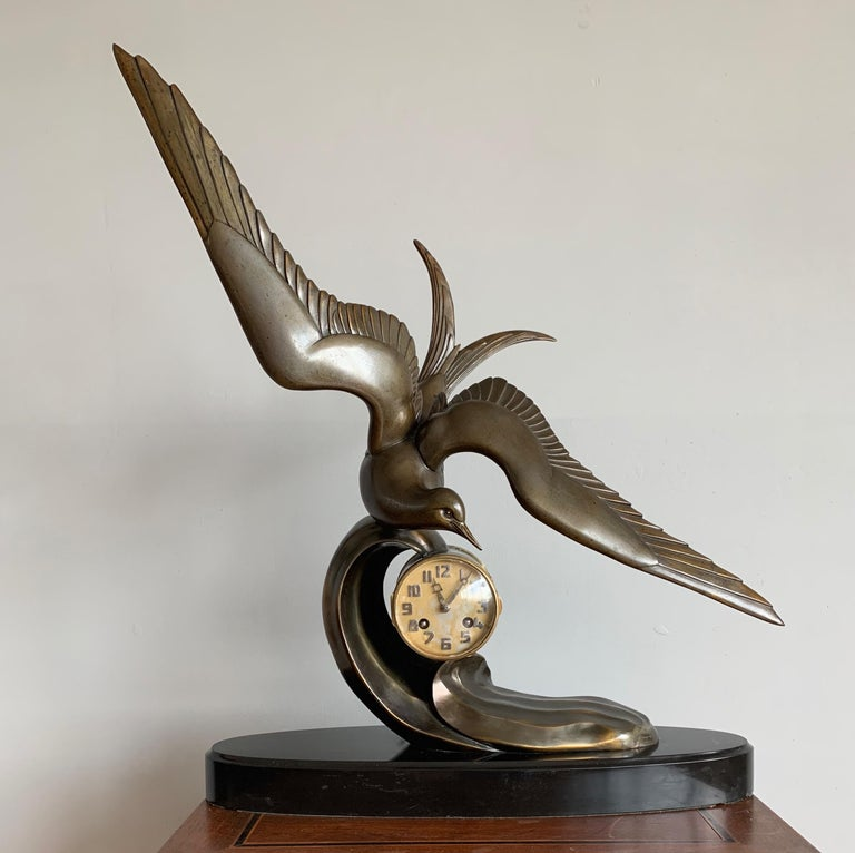 Graceful Art Deco Table / Mantel Clock w Large Stylized Swallow Bird Sculpture For Sale 8