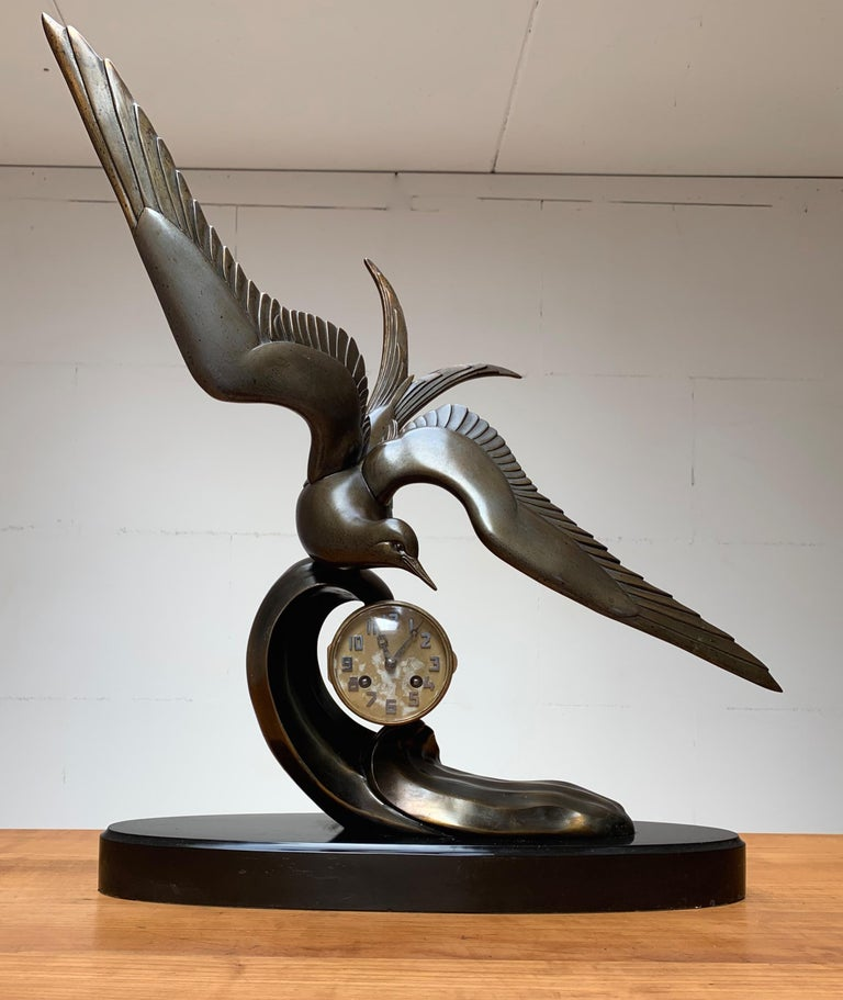 Graceful Art Deco Table / Mantel Clock w Large Stylized Swallow Bird Sculpture For Sale 11