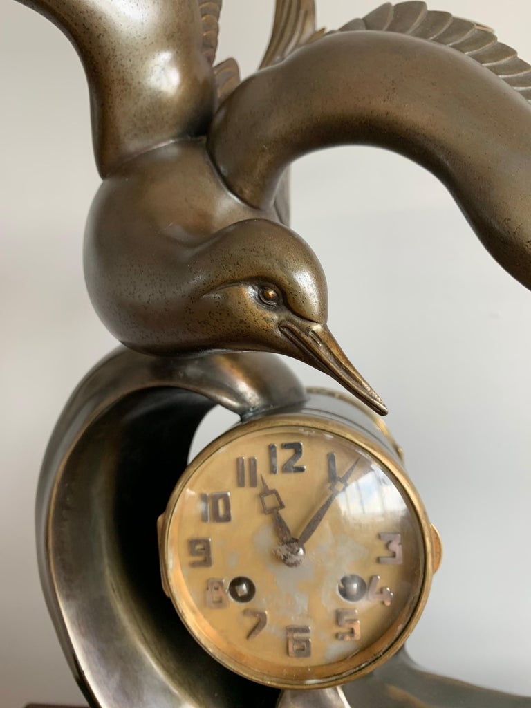 Graceful Art Deco Table / Mantel Clock w Large Stylized Swallow Bird Sculpture For Sale 1