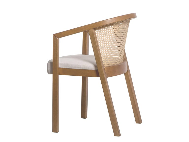 Made predominantly of wood, this armchair is a synthesis of the dialogue between straight lines, curves and plans. Their profiles remain unchanged throughout the whole structure, directly alluding to the first drafts made by the designers to