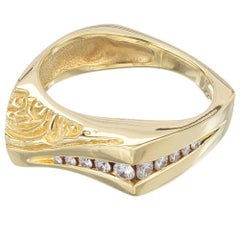 Graduated Diamond Yellow Gold Engraved Band Ring Ring
