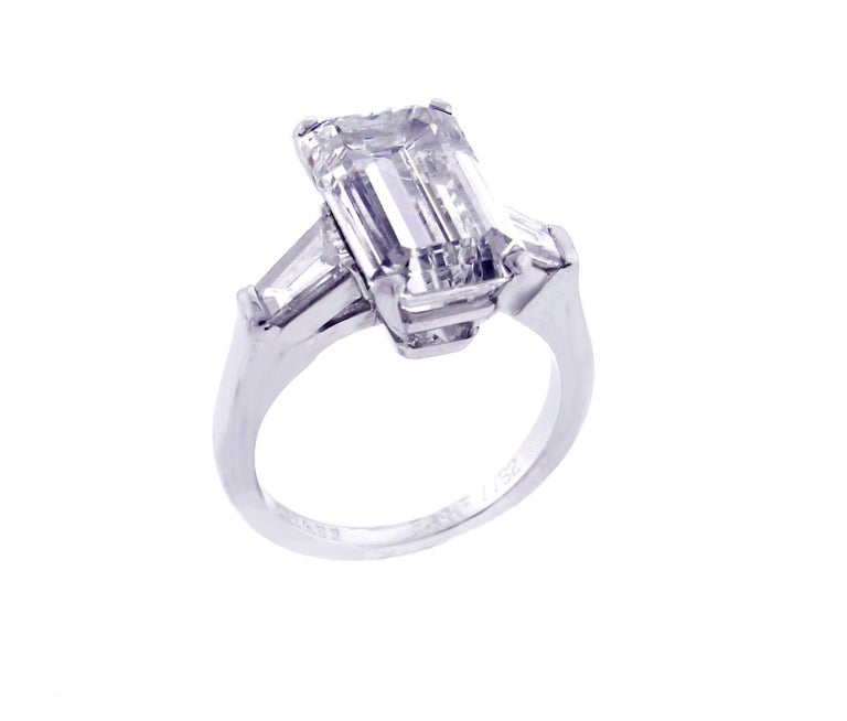 Graff 5.38 Carat Emerald Cut Diamond Ring In Excellent Condition For Sale In Bethesda, MD