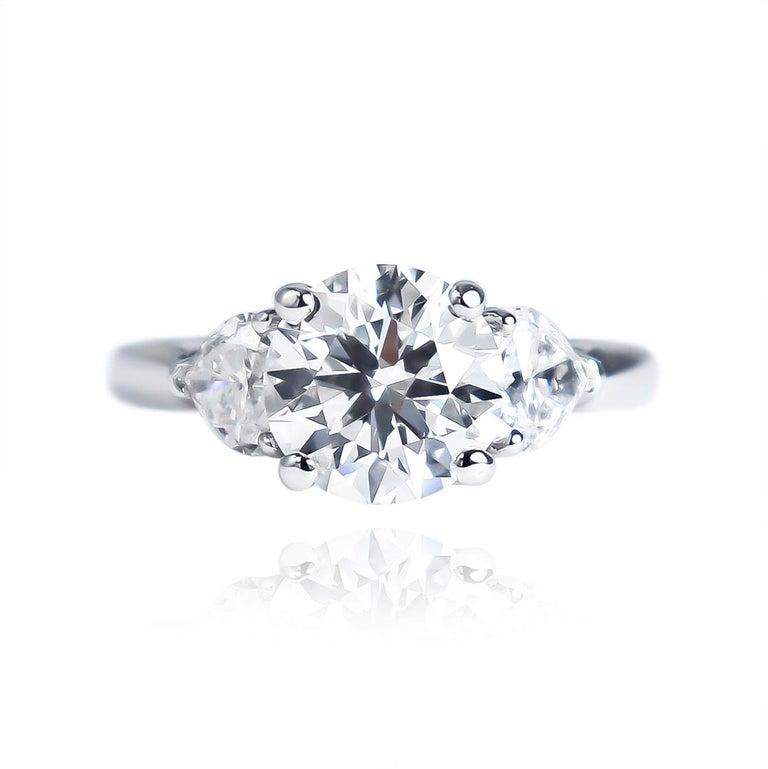 Contemporary Graff GIA Certified 1.61 Carat Round Brilliant Diamond Three-Stone Ring For Sale