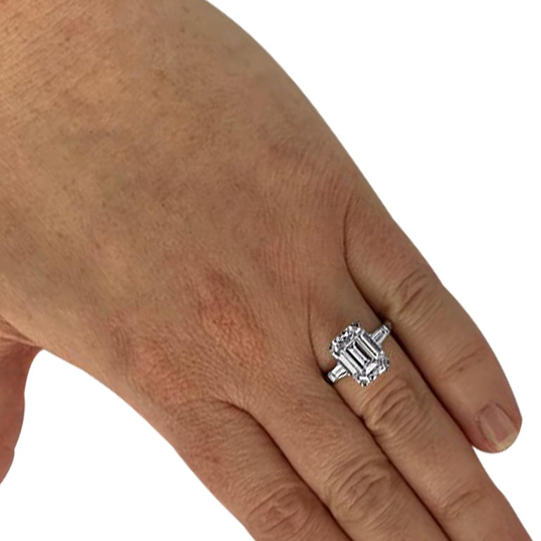 Modern Graff GIA Certified Internally Flawless 5.08 Carat Emerald Cut Engagement Ring For Sale