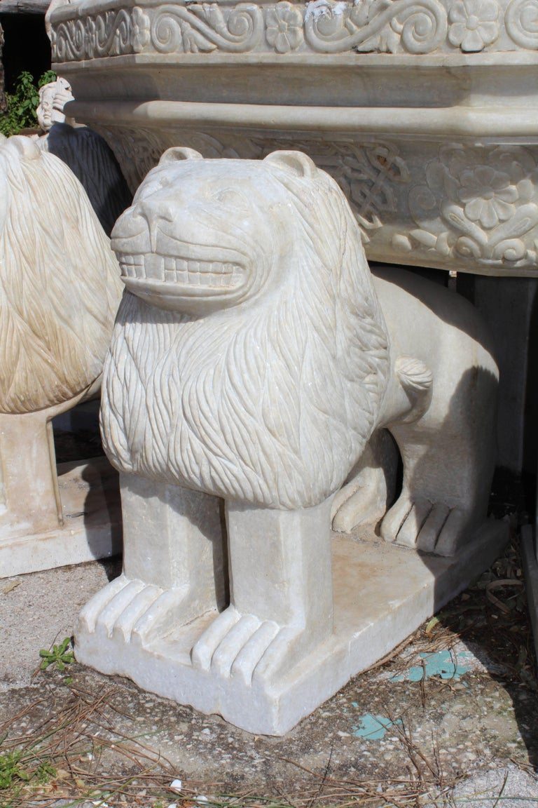 Granadas' Alhambra Lion Fountain Hand Carved in Aged Macael Marble For Sale 1