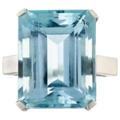 Grand Aquamarine 14 Karat White Gold Solitaire Ring