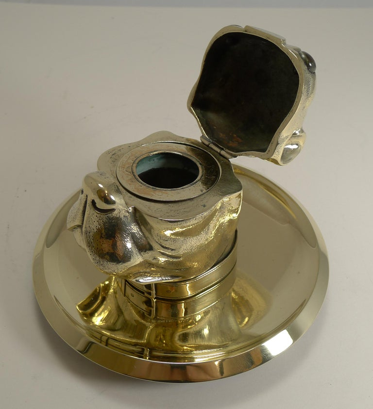 Late 19th Century Grand English Bulldog Novelty Inkwell with Glass Eyes, circa 1880 For Sale