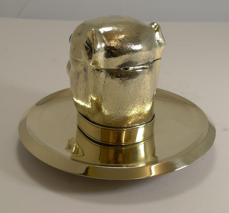 Grand English Bulldog Novelty Inkwell with Glass Eyes, circa 1880 For Sale 2