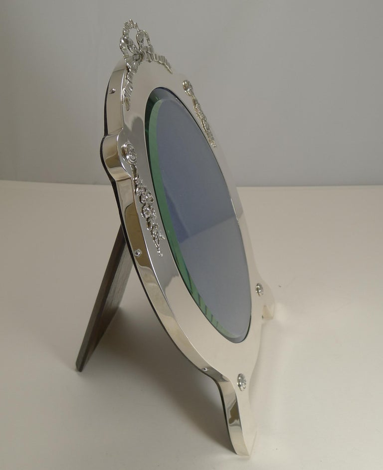 Grand Large Antique English Sterling Silver Photograph/Picture Frame, 1907 For Sale 6