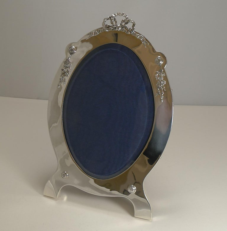 Grand Large Antique English Sterling Silver Photograph/Picture Frame, 1907 For Sale 7