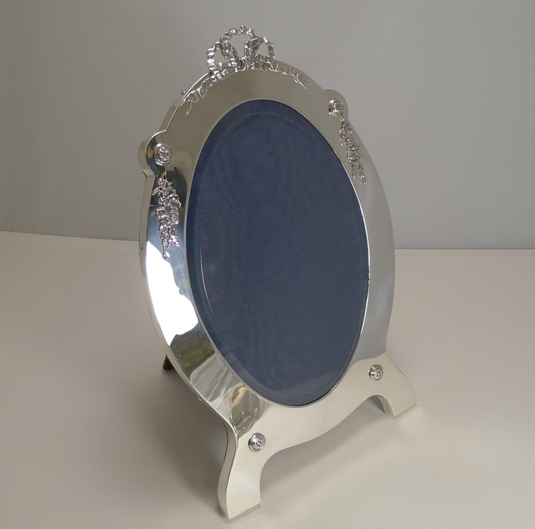Edwardian Grand Large Antique English Sterling Silver Photograph/Picture Frame, 1907 For Sale
