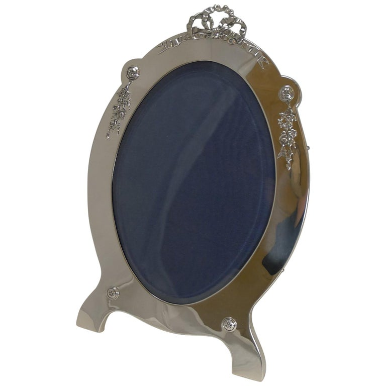Grand Large Antique English Sterling Silver Photograph/Picture Frame, 1907 For Sale