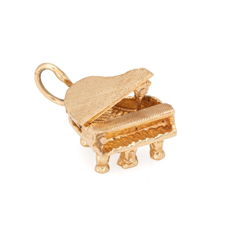Women's Grand Piano Charm Vintage 14 Karat Gold Small Pendant Estate Jewelry Opens For Sale