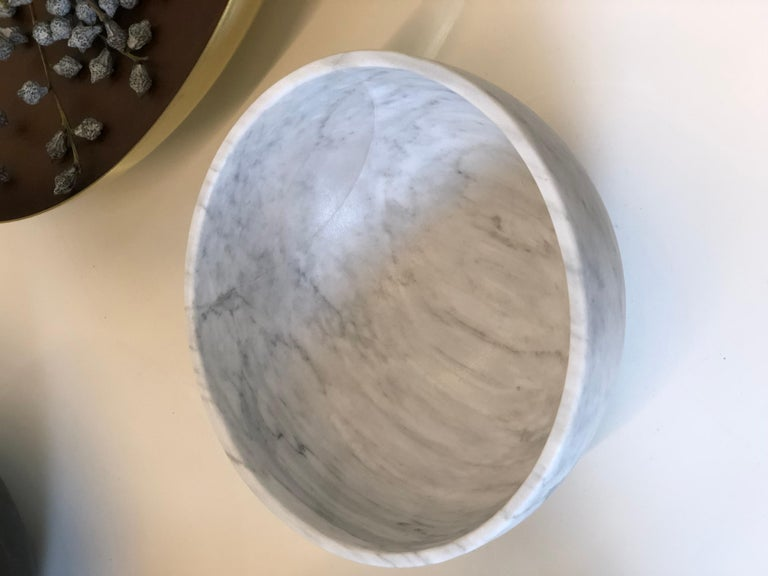 Hand-Crafted Chica Bowl in White Marble, in Stock For Sale