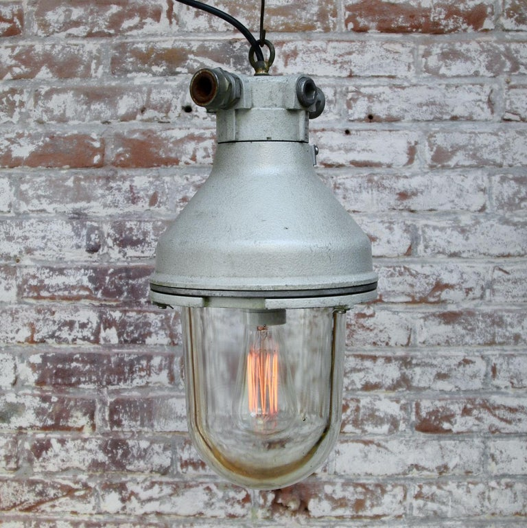 Gray Cast Aluminum Vintage Industrial Clear Glass Hanging Pendant Lamp In Good Condition For Sale In Amsterdam, NL
