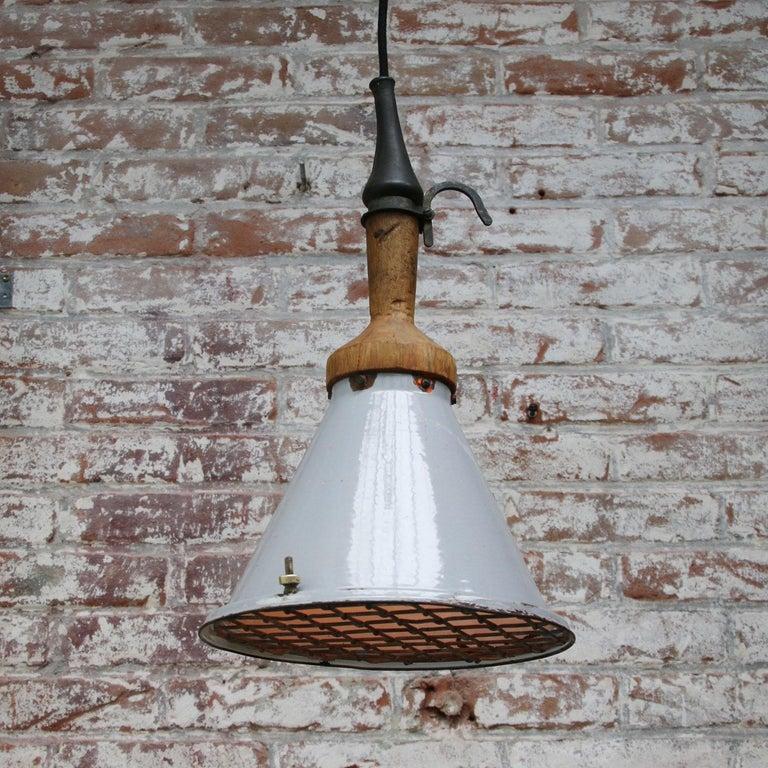 20th Century Gray Enamel Vintage Industrial Industria Rotterdam Work Light For Sale