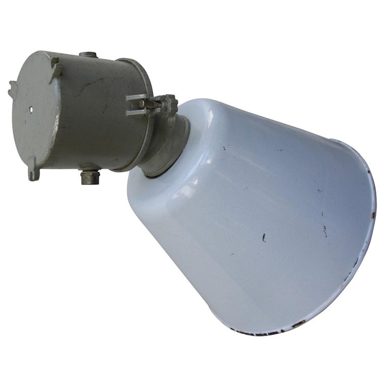 Gray Enamel Vintage Industrial Scone Wall Light In Good Condition For Sale In Amsterdam, NL
