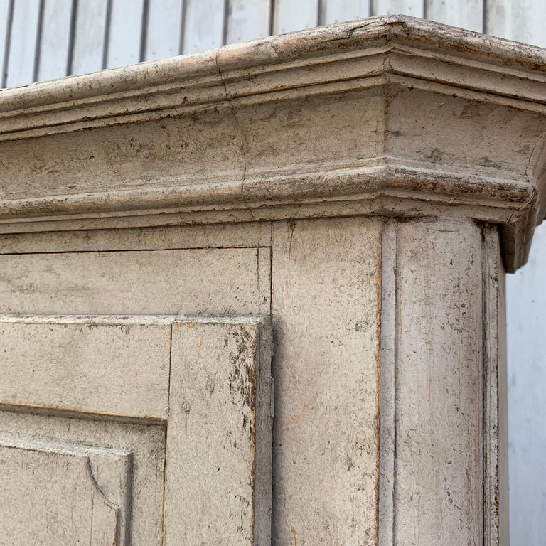 Gray Painted Gustavian Two-Piece Cabinet or Cupboard, Sweden, Early 19th Century For Sale 5