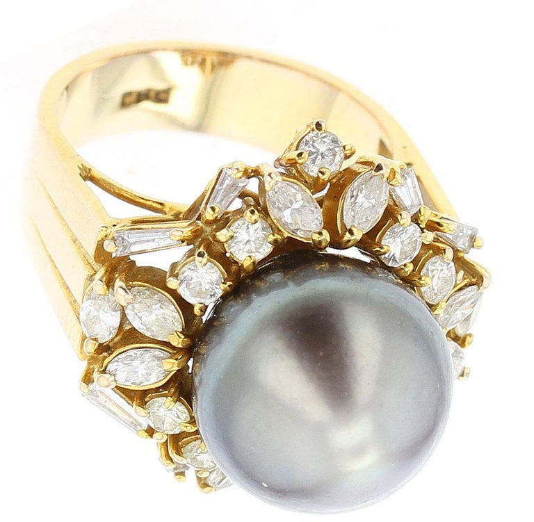 Gray Tahitian Cultured Pearl and Diamond Ring, 14 Karat Yellow Gold In Good Condition For Sale In New York, NY