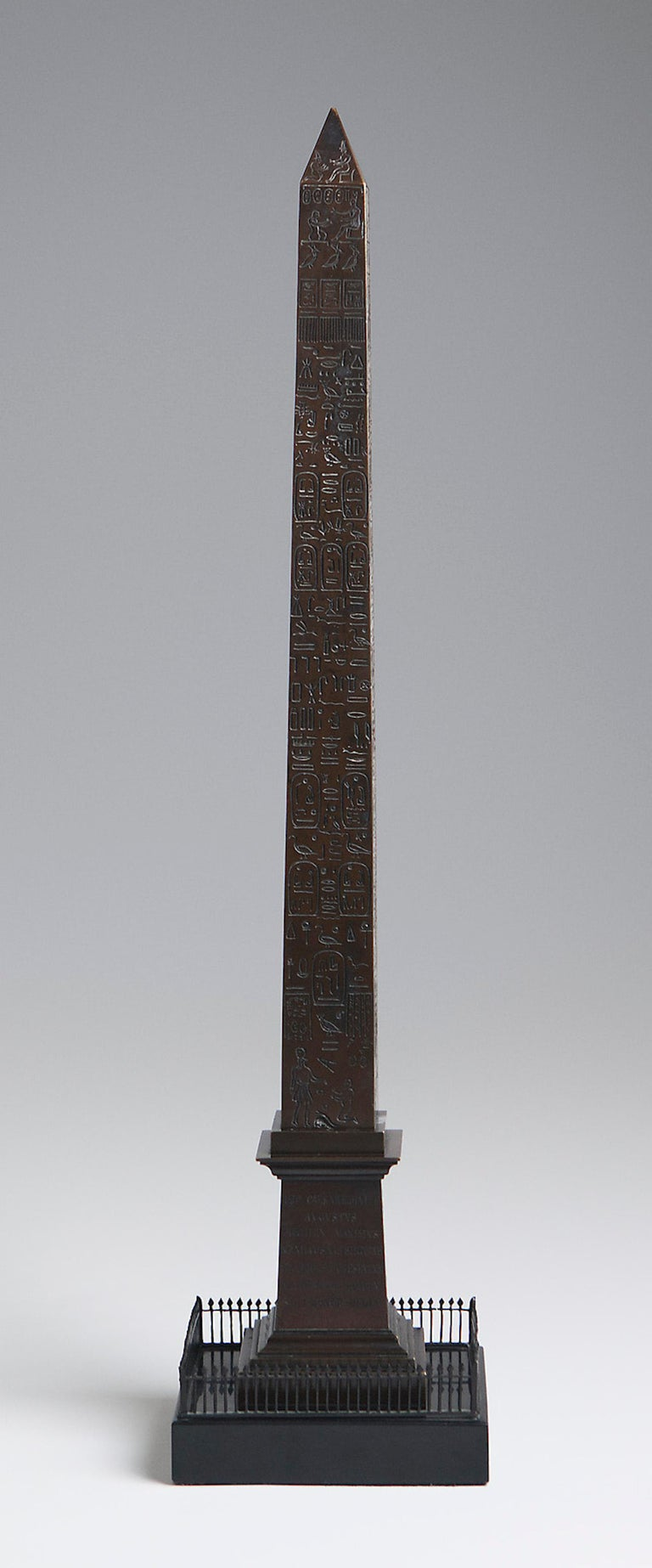 Great Obelisk in Patinated Bronze, First Half of 19th Century For Sale 2