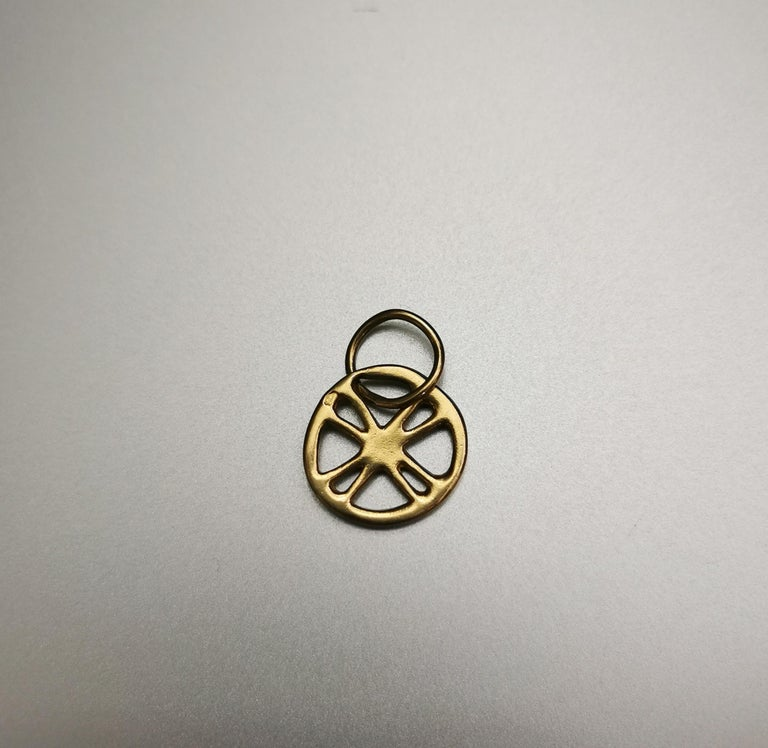 Greek Cross Circle Yellow Gold 18 Karat Pendant Charm In Good Condition For Sale In Geneva, CH