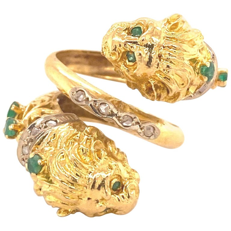 Greek Double Chimera Lion Head Emerald Diamond Filigree 18 Karat Gold Ring For Sale