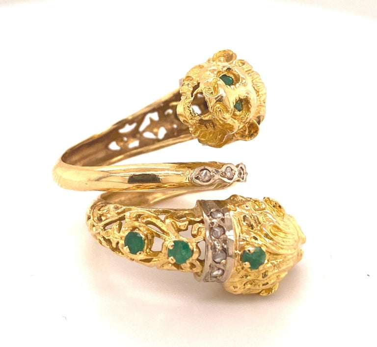 Greek Double Chimera Lion Head Emerald Diamond Filigree 18 Karat Gold Ring In Good Condition For Sale In Woodland Hills, CA