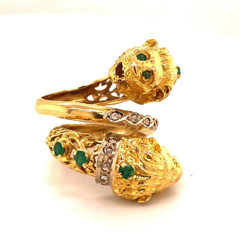 Women's or Men's Greek Double Chimera Lion Head Emerald Diamond Filigree 18 Karat Gold Ring For Sale