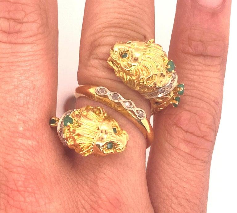 Greek Double Chimera Lion Head Emerald Diamond Filigree 18 Karat Gold Ring For Sale 1