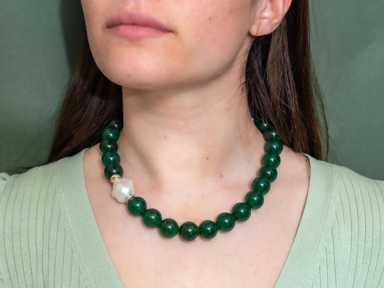 Green Agate Beads Necklace Accompanied by Baroque Pearl and 0.32 Ct of Tsavorite For Sale 1