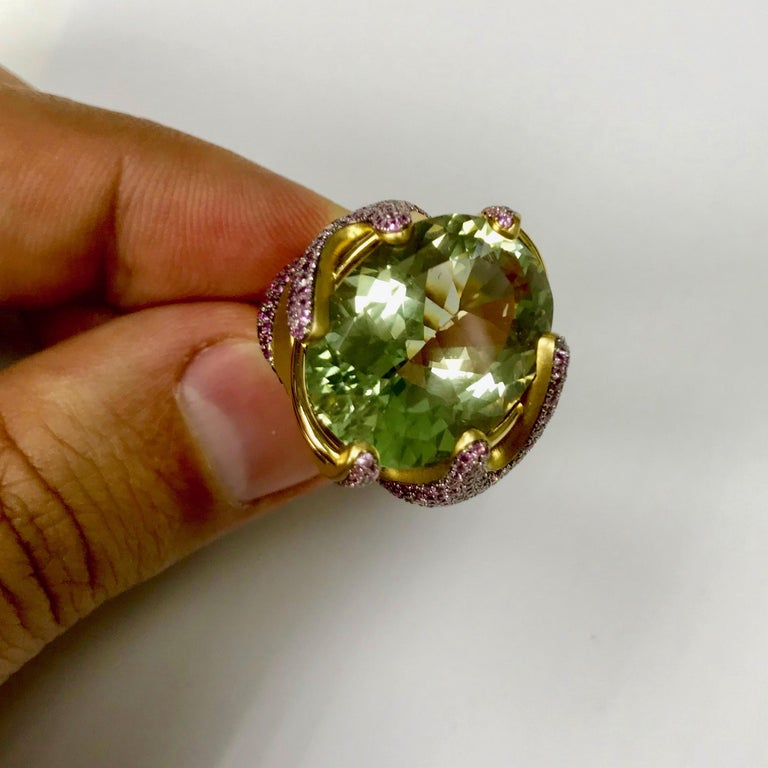 Contemporary Green Amethyst Pink Sapphire 18 Karat Yellow Gold Ring For Sale