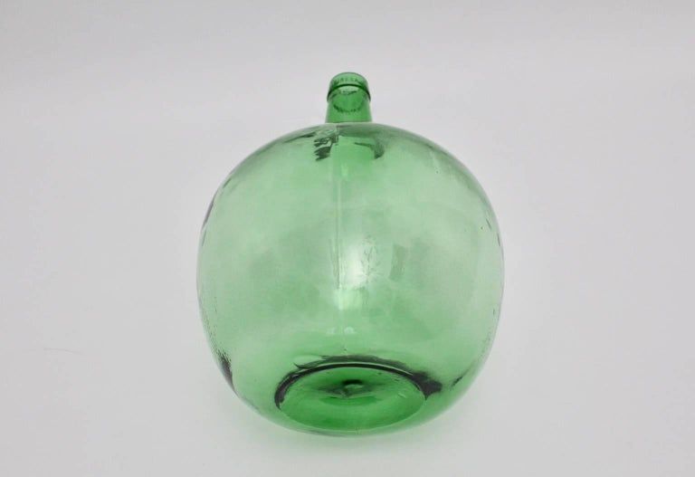 Emerald Green Art Deco Era Handblown Wine Bottle, 1920s, Austria For Sale 1