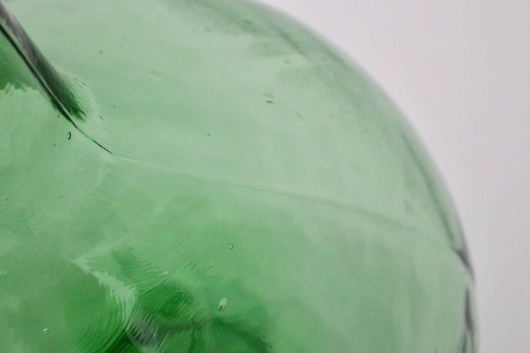 Emerald Green Art Deco Era Handblown Wine Bottle, 1920s, Austria For Sale 3