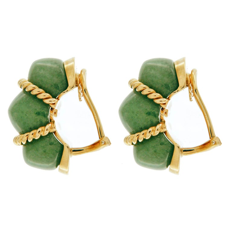 Aventurine quartz gives these shrimp earrings a glittering flair. The jewel is filled with countless pieces of mica, making the stone sparkle from within. Twisted 18k yellow gold wraps around the jewels' hollows, adding splashes of color. These