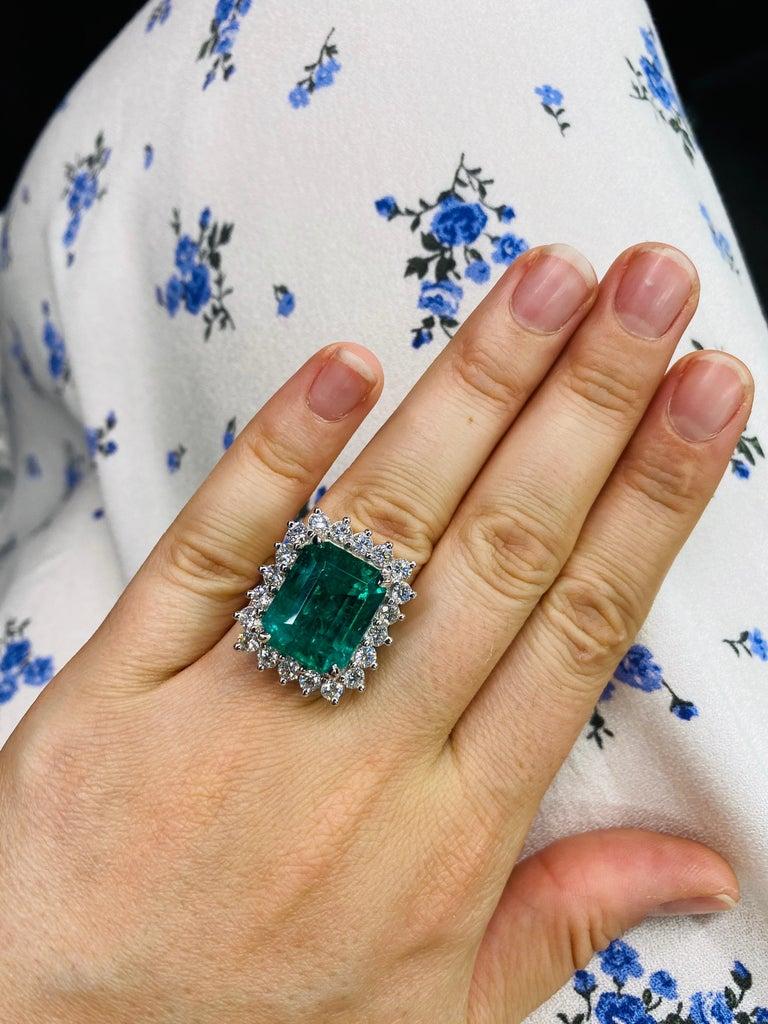 Green Emerald Cut Diamond Cocktail Ring 14.45 Carat 18 Karat White Gold For Sale 6